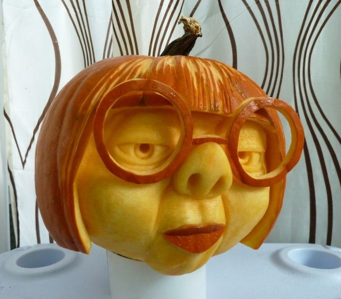 Pumpkin Carving (THE INCREDIBLES — scientist designing costumes of The Incredib… – ~~HaLLoWeEn~~ – #Carving #costumes #designing #Halloween
