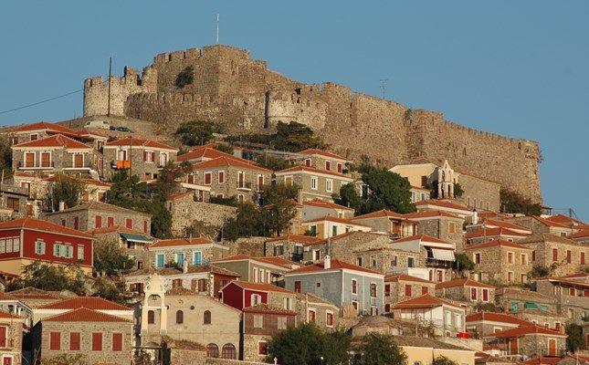 Η Μήθυμνα, πολιτεία με μεσαιωνικό χρώμα και ρομαντική ατμόσφαιρα #Greece #travel #island http://diakopes.in.gr/trip-ideas/article/?aid=209653