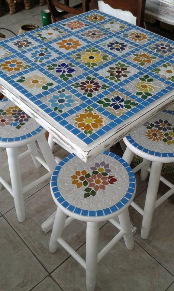 O Lado de Cá: Mesa e banquinho com mosaico