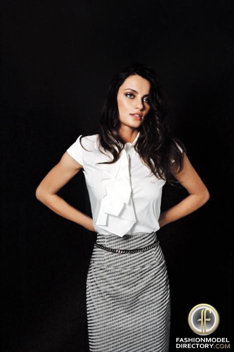 romanian model Catrinel Menghia