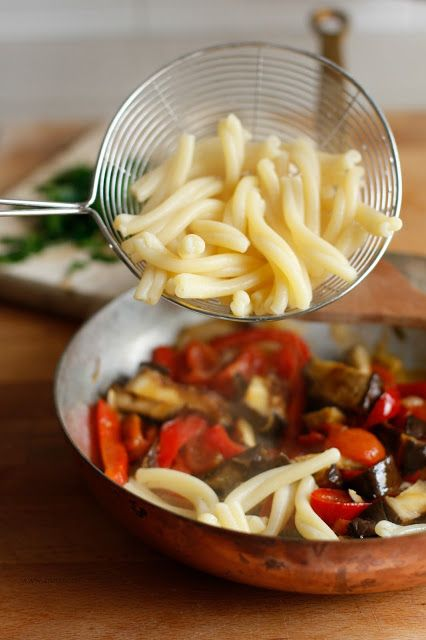 Caserecce melanzane, pomodorini e peperoni piccanti/ Pasta with eggplants…