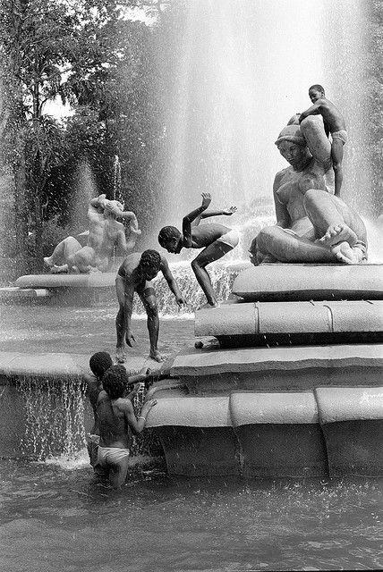 Fuente Parque los Caobos, Caracas, Venezuela by John Weise on Flickr. #Caracas 1991 | #Photography |