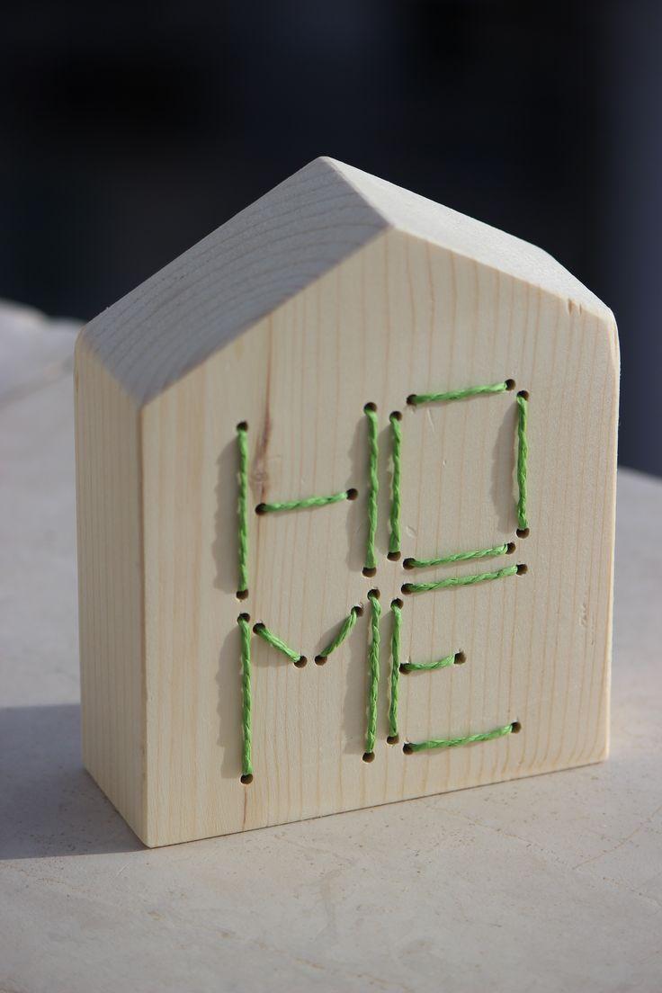 Casetta in legno con scritta impunturata 140x40