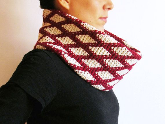 Crochet pattern for diamonds cowl, practice tapestry crochet/ Patrón para cuello de romboides a ganchillo, practica tapestry crochet by ChabeGS