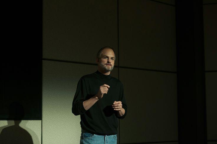 """#JOBSilfilm - """"… Kutcher… un'interpretazione… che risulta convincente se non entusiasmante…"""" - La Stampa.  Fatevi entusiasmare e non perdetevi il #film che racconta la vita del visionario Steve Jobs.  Al #cinema!"""