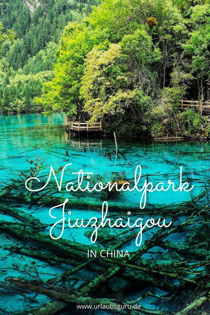 Kommt mit mir auf eine Reise in den Jiuzhaigou Nationalpark zu faszinierende Berglandschaften, tosende Wasserfälle und schimmernde Seen.