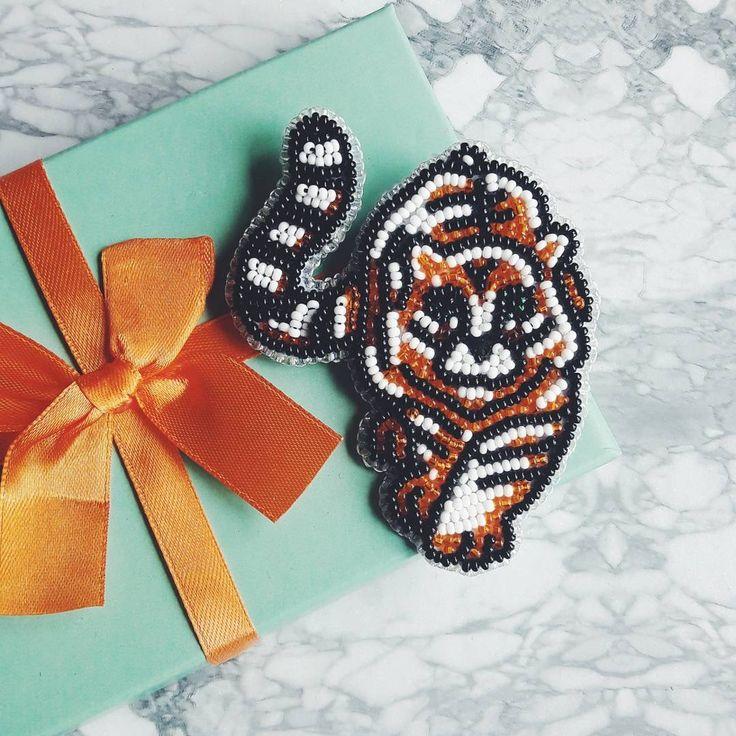 """Брошь """"Тигр""""  Из разряда ожидание/реальность  Сделано по подобию броши Любови Тюриной.  #бисер #брошь #тигр #handmade #tiger #bead #brooch #verami9 #украшения #jewelry"""