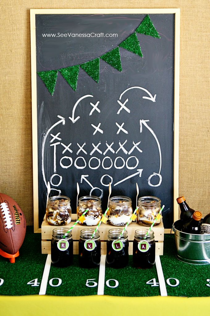 party easy football field tablecloth