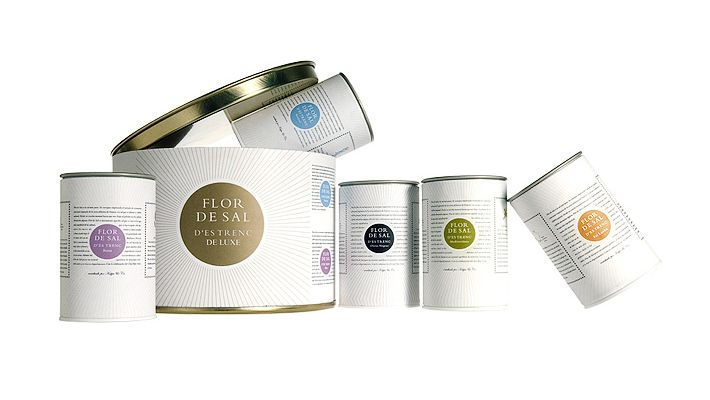 Flor de Sal d'es Trenc – Edition de luxe- 5 tins of 50 gr. each.Our luxury salt for true gourmets. The four blends of Flor de Sal Rosa, Flor de Sal Mediterránea, Flor de Sal Olivas, Flor de Sal Sri Lanka and Flor de Sal Natural are contained in small tins and presented in our Special Luxury Box. A true five-star edition.