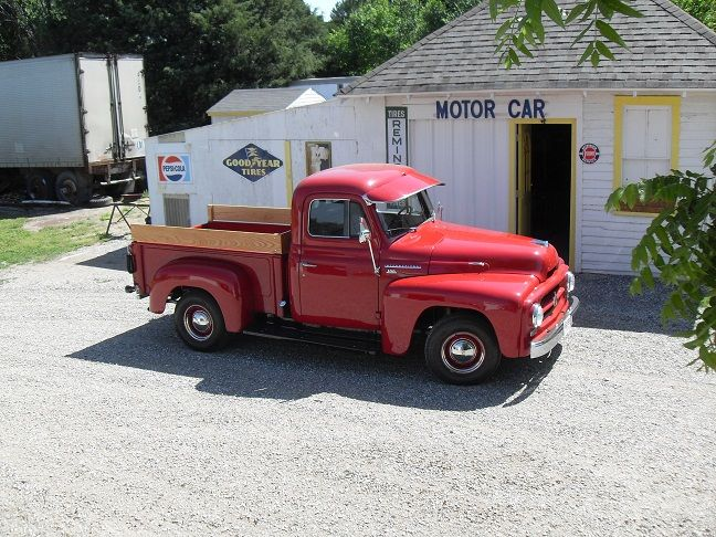 This is a 1955 International Harvester (IHC) pickup.