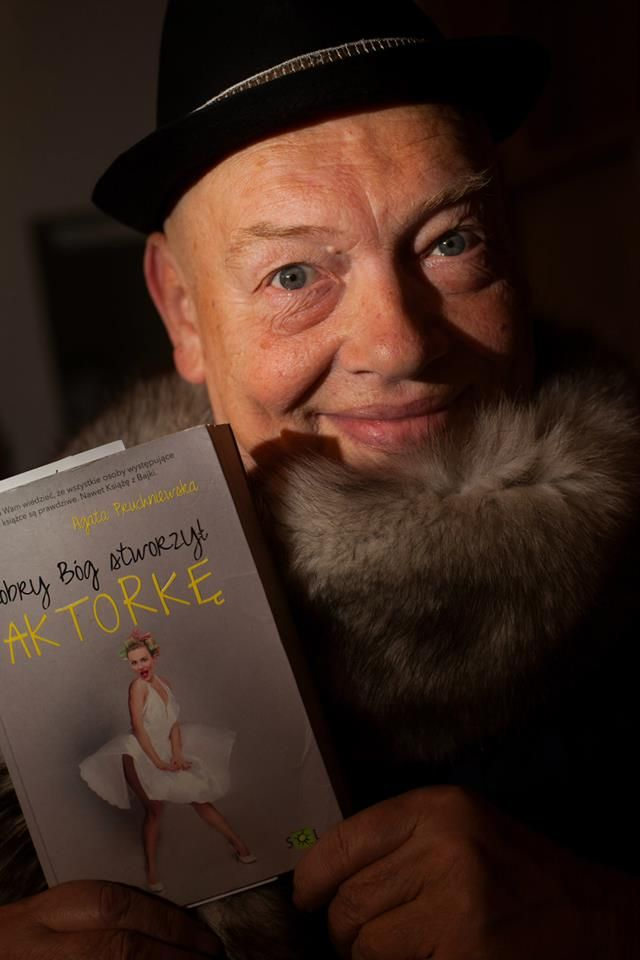 Jan Stawarz z ryba i książką
