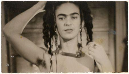 frida-kahlo-by-julien-levy-1938