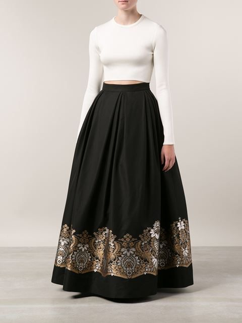With a black top this would be gorg and a matching embroidered dupatta