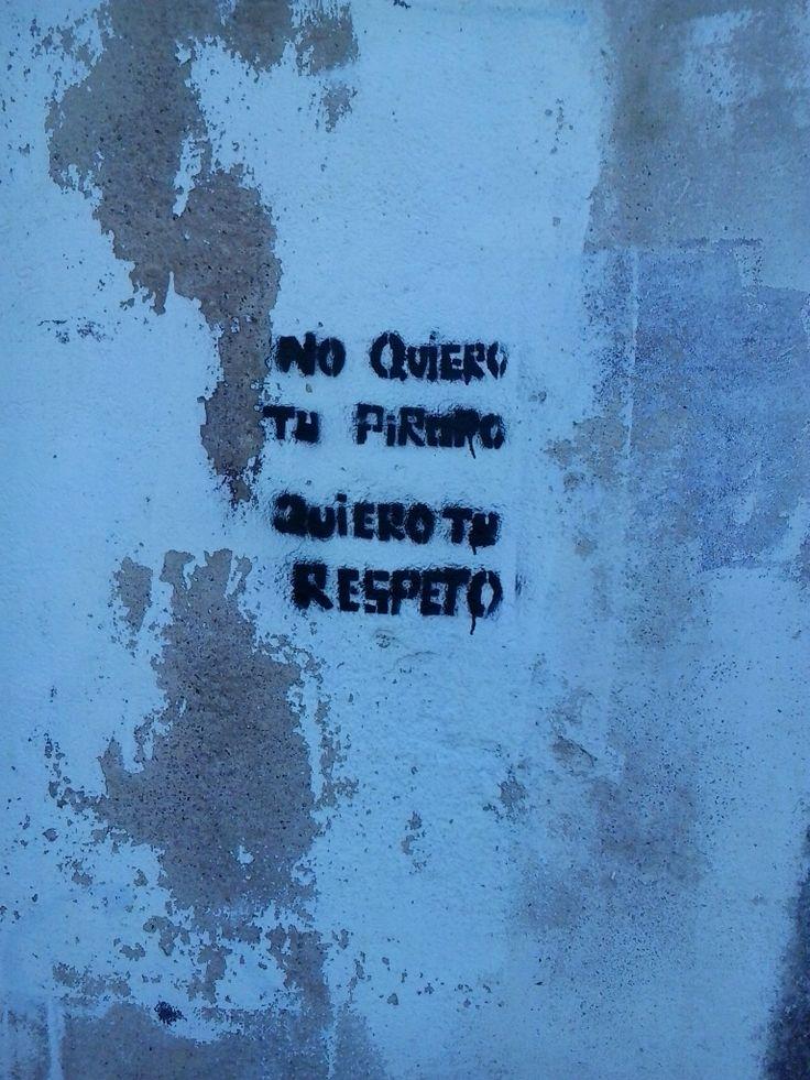 19:00 Activismo feminista en las paredes, con plantilla de fabricación casera.