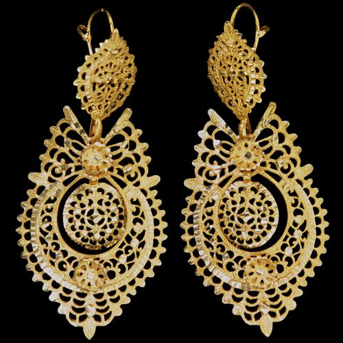 "These so called ""Brincos à Rainha"" (queen style earrings) are very elegant and, unlike the ""arrecadas"", are adapted copies of earrings which appeared in Portugal under Queen Maria I. Those earrings had diamonds while these, for lower classes, had some faceted gold work (simulating the gems). They usually have 3 major moving parts with a hook behind."