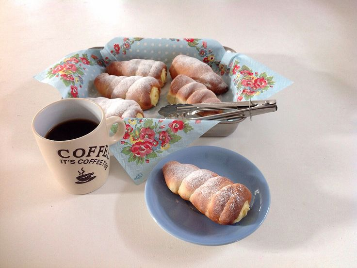 Japanese custard cream bread ( corne ) クリームコロネ