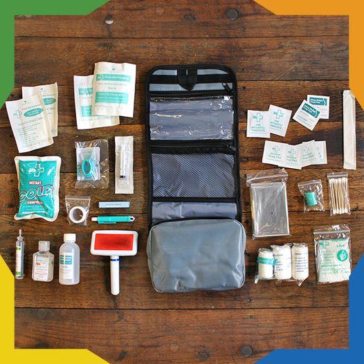 Con el Kit de Primeros Auxilios estás preparado para cualquier incidente que puedan sufrir tú y tu mascota. Contiene suministros médicos útiles para los animales domésticos y personas. El kit te ayudará con heridas leves, cortes, mordeduras y picaduras, así como a estabilizar a tu mascota en el camino al veterinario en caso de emergencia. El kit incluye 40 piezas en total.