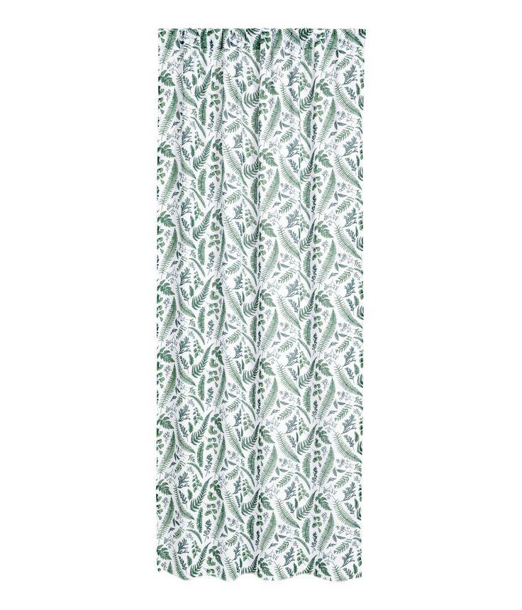 Kolla in det här! Gardinlängder i bomulls- och polyestervoile med tryckt mönster. Upphängningsfunktion med bred kanal. Fållband medföljer för enkel uppläggning. - Besök hm.com för ännu fler favoriter.