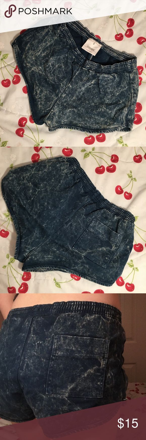 AA Acid Wash Short American Apparel Acid wash soft shorts. Very causal and cozy. Great for covering up at the beach or lounging around! One back pocket.Size small. American Apparel Shorts