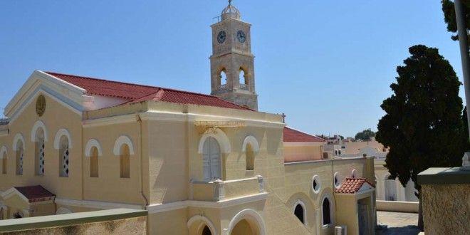 Ι.Ν. του Αγίου Γεωργίου | SyrosmapO Ιερός Ναός του Αγίου Μεγαλομάρτυρος Γεωργίου είναι τρίκλιτη βασιλική. Χτίστηκε το 1833 και εγκαινιάστηκε από τον Μητροπολίτη Κυκλάδων Αθιμο το 1839.