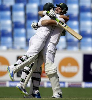 Graeme Smith and AB de Villiers added 338 in partnership, helping South Africa take firm control of the second Test