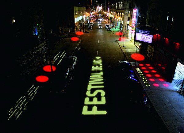 RUEDI BAUR, Quartier des spectacles, 2006-2008 lieu : Montréal  Aménagement lumineux destiné à annoncer les spectacles et à requalifier un quartier déconsidéré.