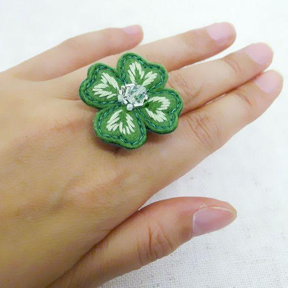 """lucky clover"" embroidered ring with beads Ⓒ HAPPa-Ya Nagako Ono URL: happa-ya.net #clover #felting"