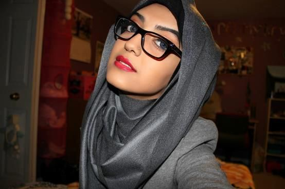 Hijab Style With Glasses 602749 248189505314493 864991865 n