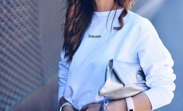 """Personalisierte Ketten sind aber auch heutzutage bei den Promis wieder voll angesagt. Bestes Beispiel ist die Schauspielerin Meghan Markle, die Freundin von Prinz Harry. Letztes Jahr zeigte sie der Öffentlichkeit ein personalisiertes Schmuckstück mit den Buchstaben """"M+H"""", die Initialen für Meghan und Harry."""
