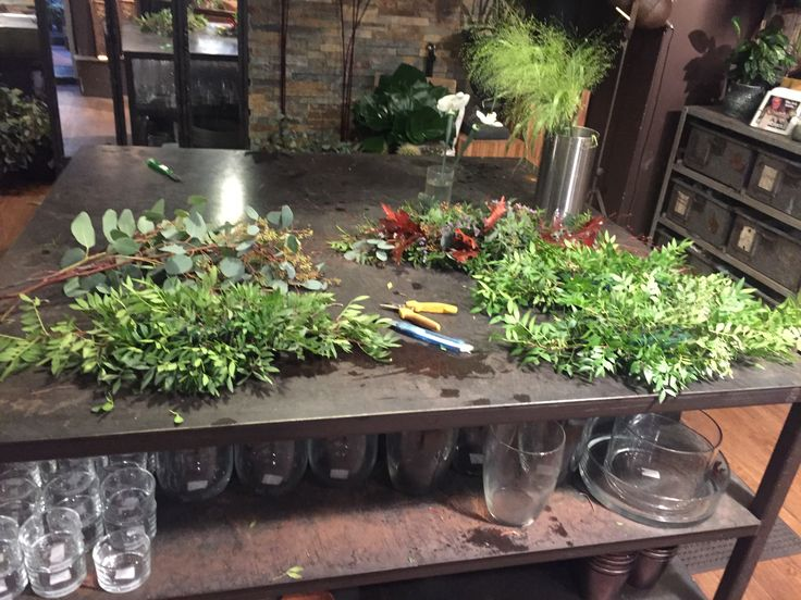 18 okt. 2017  -Hva har du gjort?  Laget dekorasjoner for Majorstua, grunnet med grønt -Hvilke teknikker er brukt? Oasis og stikketeknikk -Hvilke materialer er brukt? Oasis Pistasj Eucalyptus Limonium Strå Querkus -Hva gikk bra? De ble nesten helt like -Hva har du lært? Lært hvordan jeg skal lage lave borddekorasjoner, og å få de like -Hva kunne du gjort annerledes? Jeg kunne brukt eksakt samme mengde materialer, ellers fint!  Legger ut flere bilder !