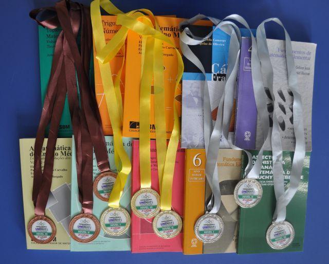 No último sábado (02.12), 60 medalhas de menção honrosa, bronze, prata e ouro foram entregues durante a cerimônia de premiação dos finalistas da IX edição da Olimpíada Regional de Matemática da Universidade do Estado de Mato Grosso (Unemat), câmpus de Barra do Bugres. Os primeiros colocados, que conseguiram as melhores notas na competição de cada nível da Olimpíada, além de medalhas receberam prêmios patrocinados pela Secretaria de Educação Cultura e Esportes. O evento foi realizado no ...