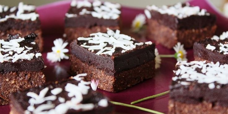 Today we share a recipe for raw chocolate peppermint slice. Completely plant-based, gluten and dairy-free, vegan, clean and totally delicious. We hope you love it as much as we do!
