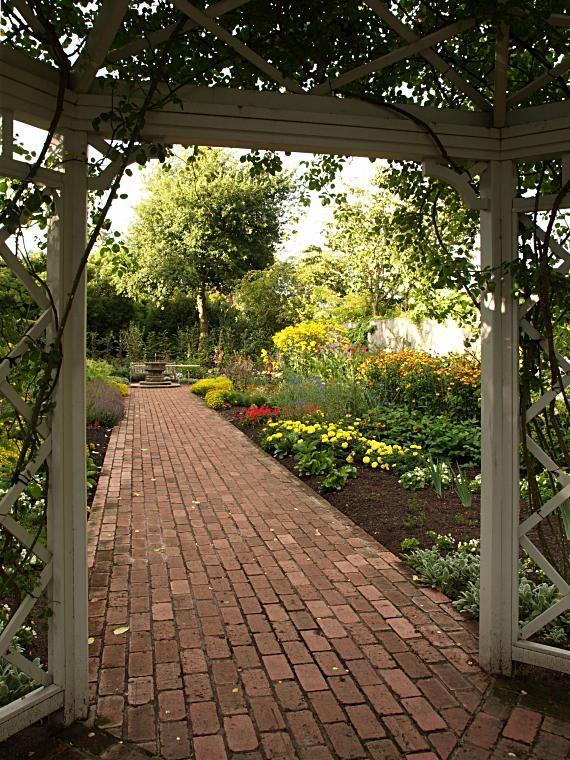 english gardens photos   Hamilton Gardens, New Zealand