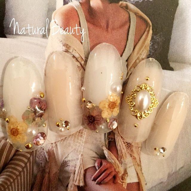 ネイル 画像 Natural Beauty 赤坂 1493464 白 ベージュ アンティーク チーク パール ボタニカル オールシーズン パーティー ブライダル ソフトジェル ハンド ミディアム