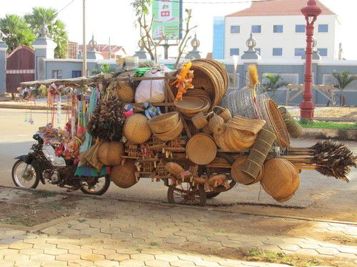 Overloaded bike in #PhnomPenh, #Cambodia / Mobylette un peu surchargée à Phnom Penh, Cambodge