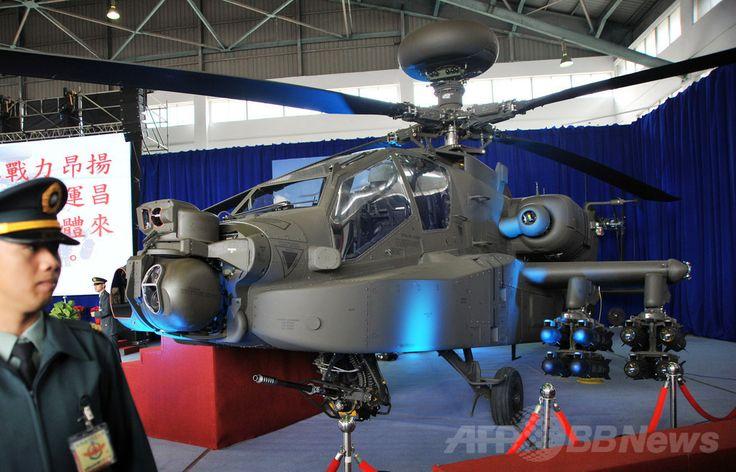 台湾南部、台南(Tainan)で展示された米国製の攻撃ヘリコプター「アパッチ(Apache)」の最新型機「AH-64E」(2013年12月13日撮影、資料写真)。(c)AFP/Mandy CHENG ▼19May2014AFP|台湾が図上演習を開始、中国の侵攻を想定 http://www.afpbb.com/articles/-/3015298 #Tainan #Apache #AH_64E #Attack_helicopter