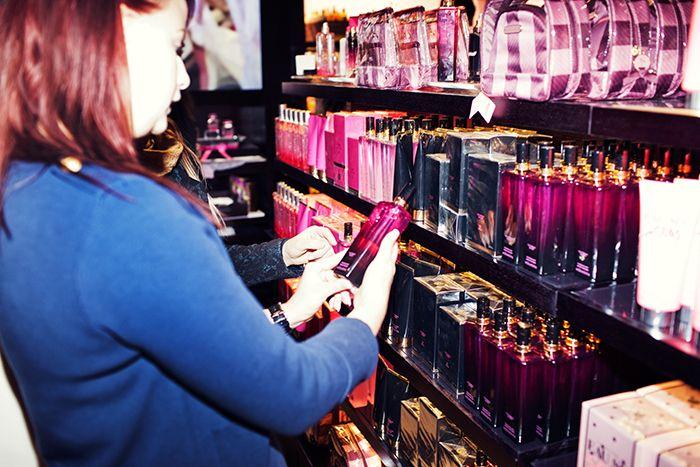 Shoppingglädje i nya Victoria´s secrets-butiken i Stockholm!