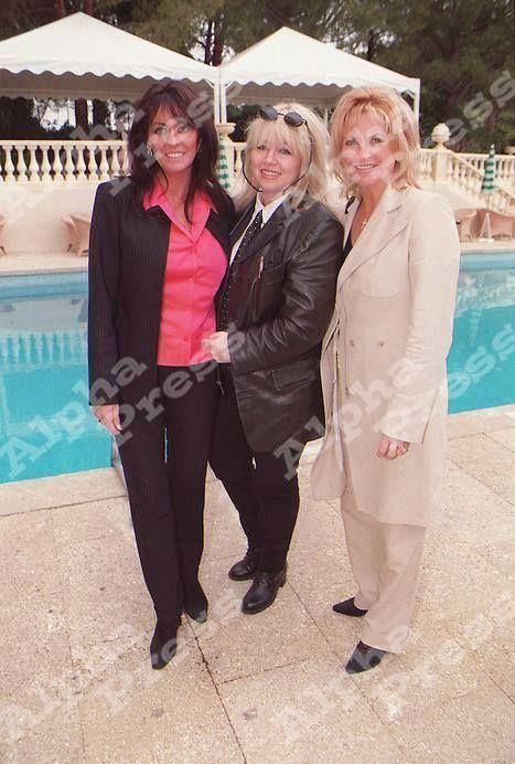 Linda Gibb Dwina Gibb And Yvonne Gibb The Bee Gees