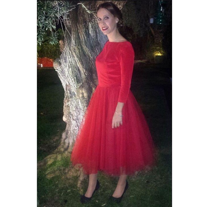 Vestido Rojo de tul con escote en espalda, ideal Navidad. Invitada perfecta. Visita mi página https://m.facebook.com/Diseños-Jess-Cómitre-161266124038160/