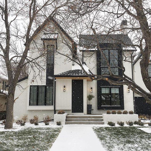 Big windows and modern flare. This home keeps it stylish, snow or shine. ❄ : @alvarezmorris