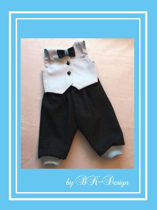 """Anzug Taufanzug Modell """"Cute Boy"""" ist in folgenden Größen * lieferbar Gr. 56,62,68,74,80 und Gr. 86.*  Dieser absolut niedliche Anzug für kleine Gentleman wurde extra so gefertigt, daß es sowohl..."""