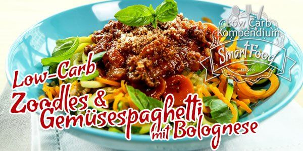 Zoodles sind auch als Zucchini Spaghetti oder Gemüsenudeln bekannt & in der Low-Carb Community sehr beliebt. Heute machen wir eine Bolognese-Soße dazu.