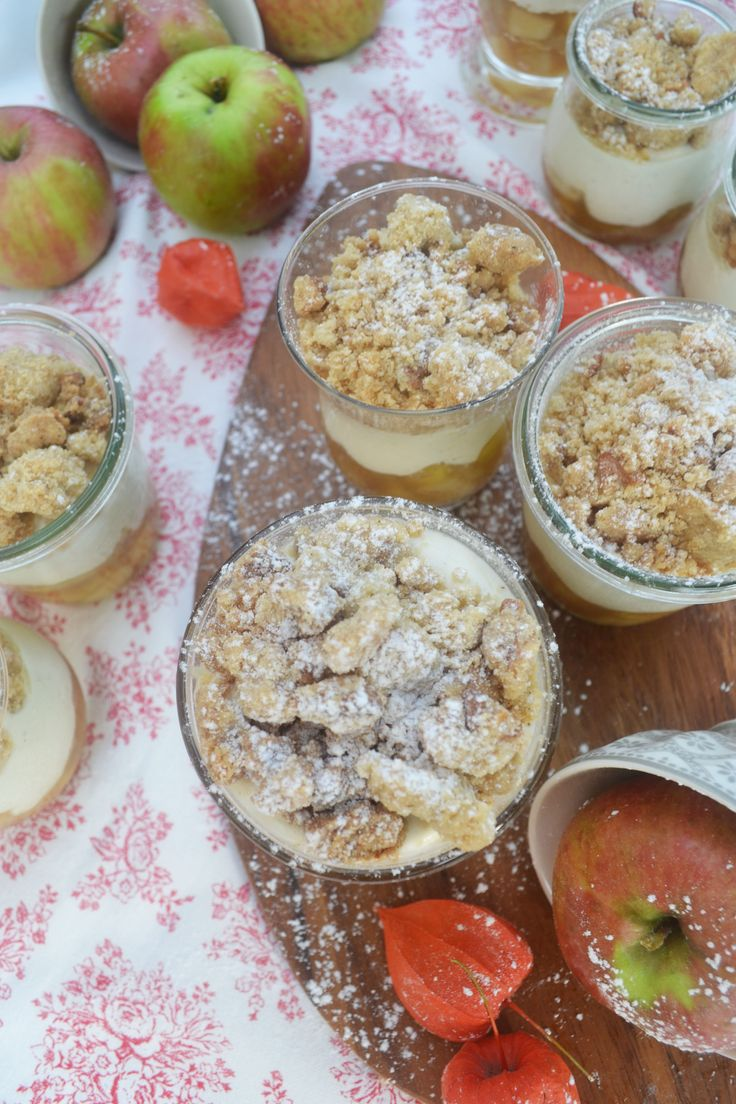 Let's Crumble! <3 Diesmal wird unser Liebling, der Apple Crumble kalt serviert und das im schönen Glas! Oh da strahlen die Gesichter! Wir stellen uns vor: ein aromatisch, fruchtiges Apfelkompott...