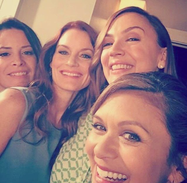 The moms of PLL; Holly Marie Combs, Laura Leighton, Lesley Fera, & Nia Peeples