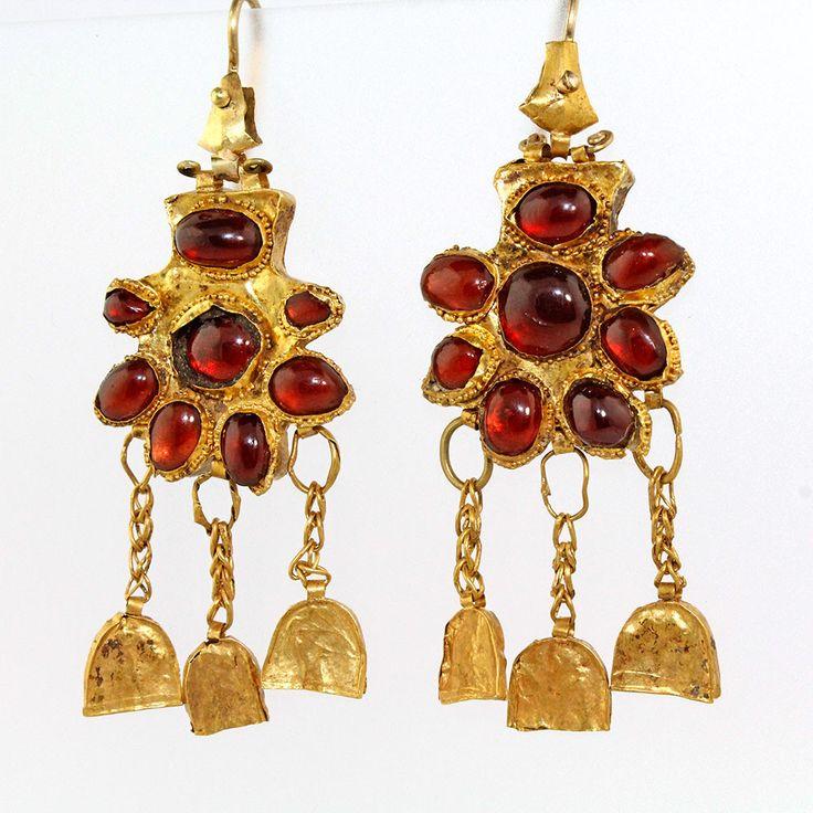 A superb pair of Gold & Garnet Earrings, Nineveh, ca. 2nd century BC/AD