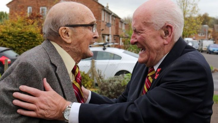 WW2 veterans reunited after 40 years without contact