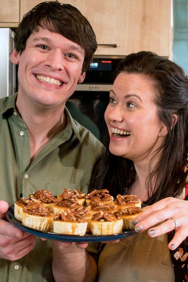 Samen met Rutger van den Broek maakte ik waanzinnige mini Philadelphia cheesecakes met gezouten karamel en pecannoten! Ze zijn super lekker en heel makkelijk om te maken.     http://www.francescakookt.nl/mini-philadelphia-cheesecakes-karamel-en-pecannoten/