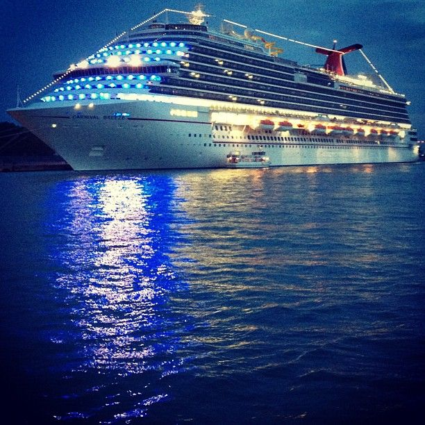 Carnival Cruise Carnival Breeze – Photo by alisonchino