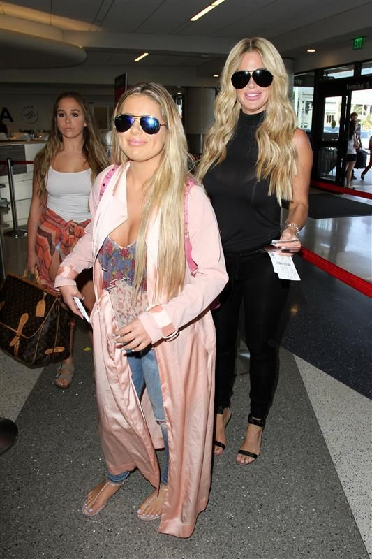 Kim Zolciak Biermann is no stranger to making a change in her appearance, but this is the first time she's done it alongside daughter Brielle! The two were spotted with plumper pouts while catching a flight out of LAX in Los Angeles, California on July 26, 2016