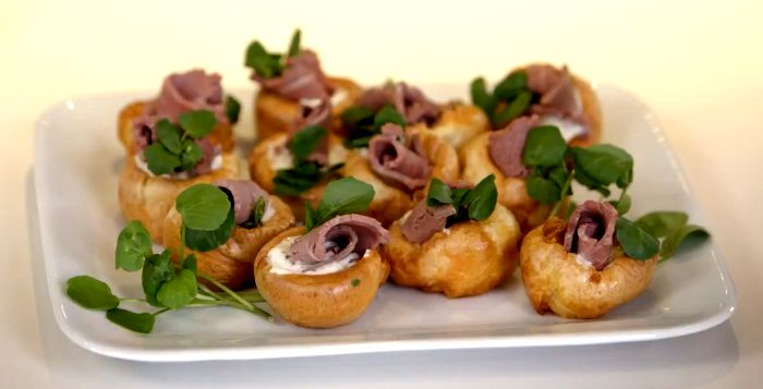 Christmas canap s mini yorkshire pudding s xmas fair for Yorkshire pudding canape